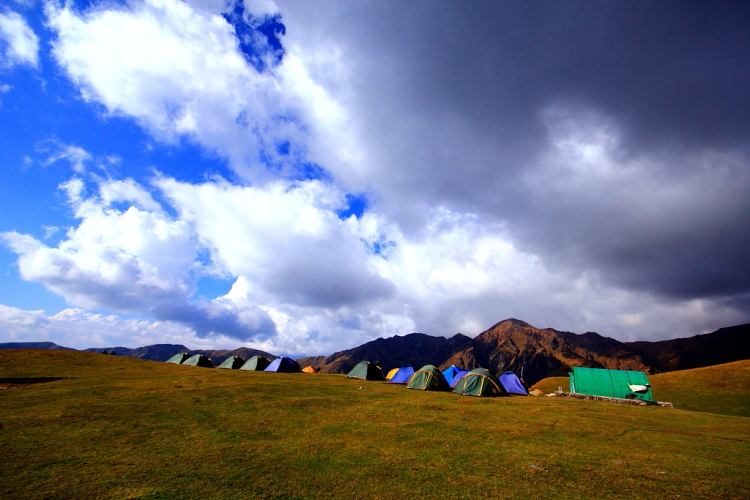 The beautiful Bedni Bugyal campsite